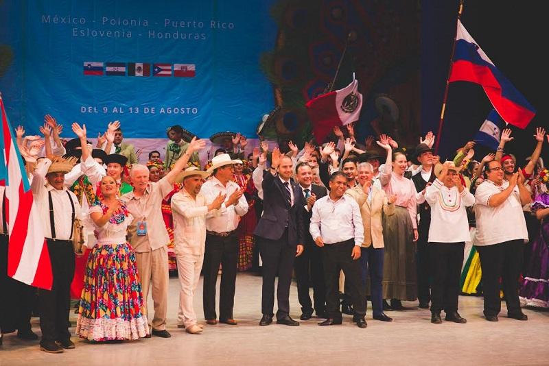 Frente a las delegaciones artísticas de los mencionados países, Marko Cortés expuso que Michoacán no es sólo violencia ni conflictos, sino un estado verdaderamente privilegiado por su gente, su historia y su geografía