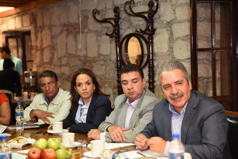 Diputados escucharon a presidentes de 15 cámaras empresariales en Michoacán, que urgieron se apruebe una Ley donde se respeten los derechos de todos durante las manifestaciones