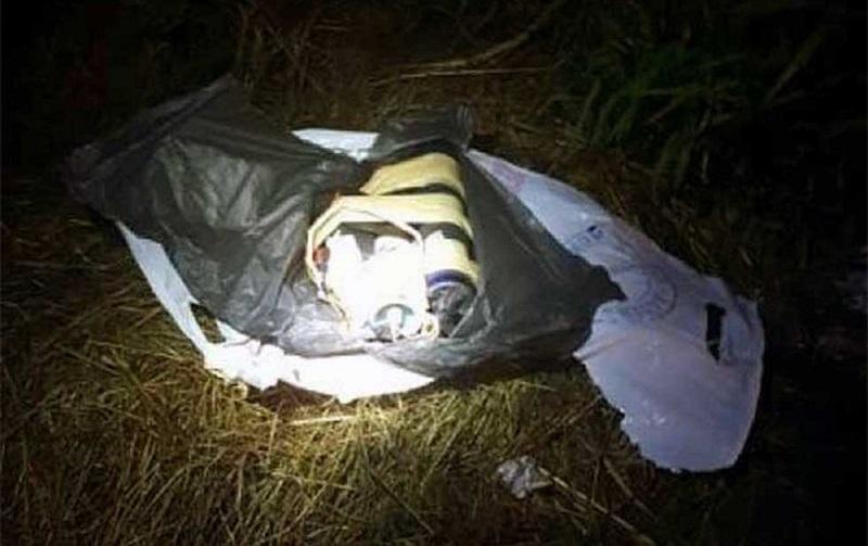 Al inspeccionar el automóvil, los oficiales hallaron en la parte trasera un artefacto explosivo electrónico a control remoto y diversos cartuchos útiles, por lo que dieron parte a la Secretaría de la Defensa Nacional para desactivar la carga