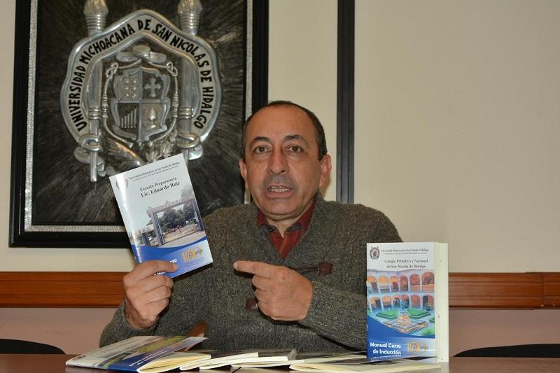El coordinador general de la División del Bachillerato Nicolaita, Martín Paz Hurtado, dio a conocer los ejemplares que contienen la orientación necesaria