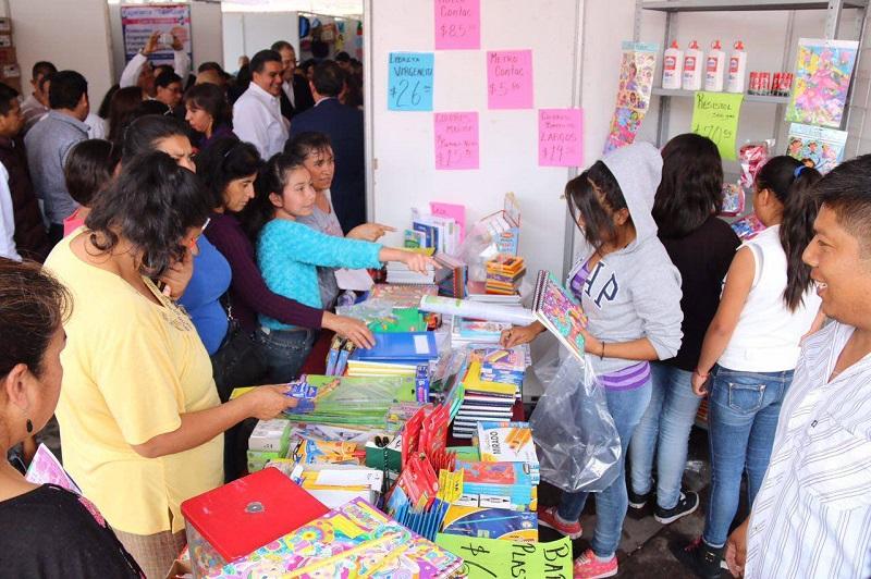 """En la """"Feria del Regreso a Clases 2016"""", se cuenta con  23 papelerías, 2 negocios de uniformes, 3 centros de capacitación, 1 espacio de venta de computadoras, 1 óptica; así como 8 instituciones de gobierno"""