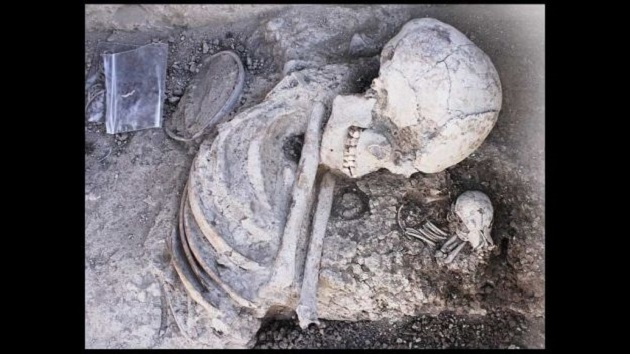 """""""No hablamos de mutilación ni deformación, como en la cultura maya o egipcia, sino de un procedimiento complejo que requirió conocimiento dental especializado"""", señalaron Avto Gogichaishvili y Juan Morales"""