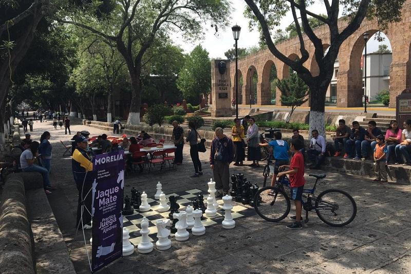 Cada fin de semana, las plazas de Morelia son escenarios de diversas actividades familiares