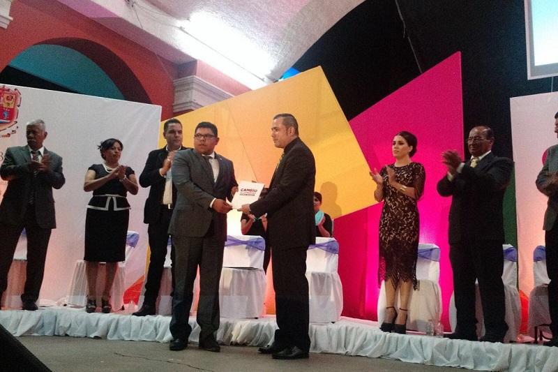 Michoacán cuenta con un Gobernador convencido de que en la acción municipalista está la fuerza para lograr el cambio social encaminado hacia mejores oportunidades para los ciudadanos: Mecino Morales