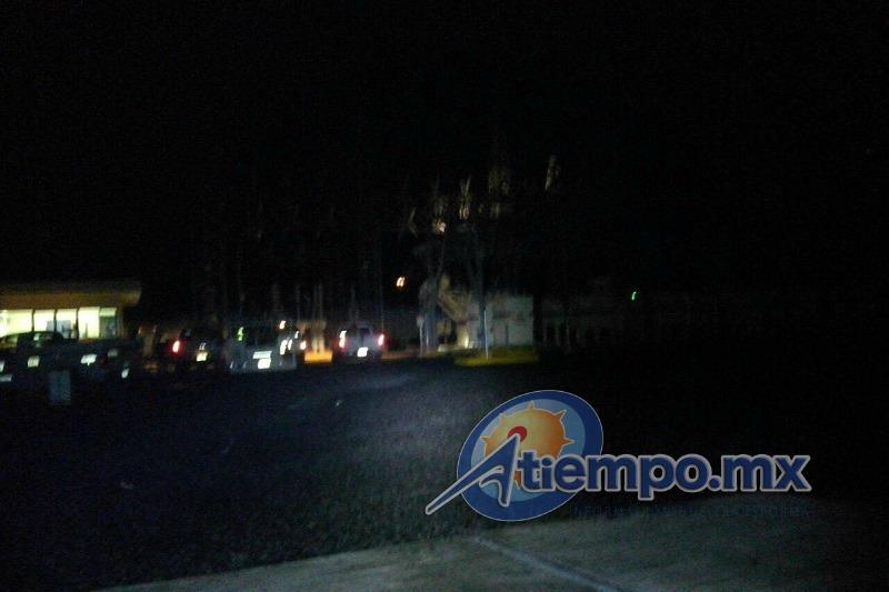 De acuerdo con los primeros reportes, se especula que el incendio se debió a fallas en un equipo de medición de la citada Subestación de la CFE (FOTO: FRANCISCO ALBERTO SOTOMAYOR)