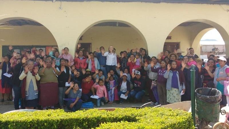 Jaime Rodríguez, señaló que continuará la entrega de apoyos para los grupos de mujeres productoras de la región oriente del estado