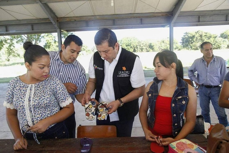 Los planteles del ICATMI cuentan con personal calificado y certificado para capacitar en áreas de oficios, así como otras que implican actualización y educación continua: Barragán Vélez