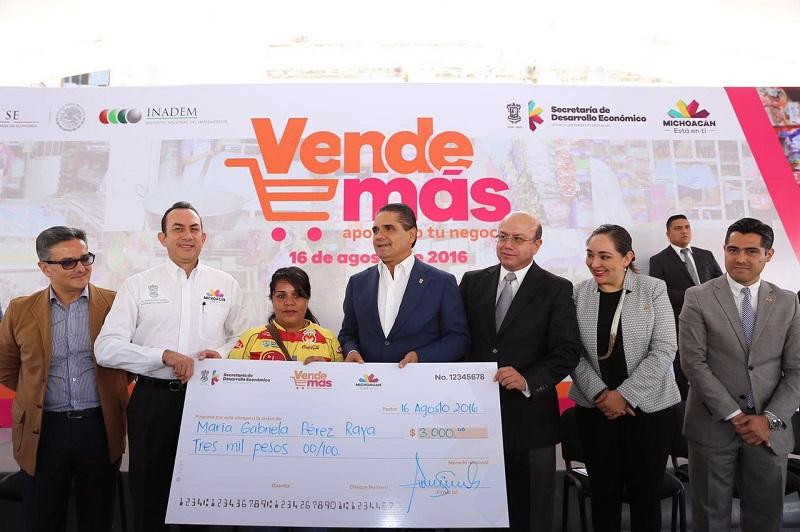 Aureoles Conejo reiteró que uno de los sectores que más le interesa empoderar, son las mujeres michoacanas, quienes han demostrado tener la fortaleza y capacidad para emprender un negocio que les ayude a ellas y sus familias