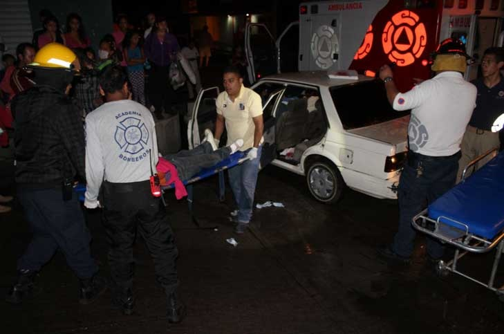"""La Policía Michoacán informó que los presuntos delincuentes, fueron detenidos y que ya habían notificado de ello a los taxistas, quienes sin embargo continuaron con su """"operativo"""" hasta culminar en el accidente"""