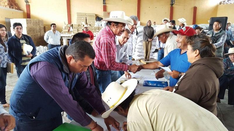 El costo del seguro es de 122 mdp, la Federación aporta 102 y el estado 20, con lo cual se respaldarán las cosechas de productores de toda la entidad