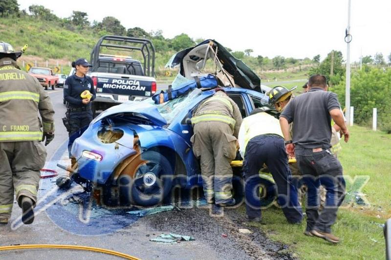 Los cuerpos de emergencia cerraron parcialmente la vialidad; tome sus precauciones (FOTO: CENSOR POLICÍACO)