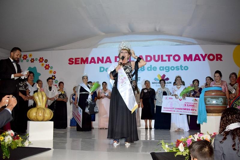 El primer lugar fue para Araceli del Carmen González Maldonado de 66 años de edad, del municipio de Huetamo, la cual obtuvo un premio de cinco mil pesos