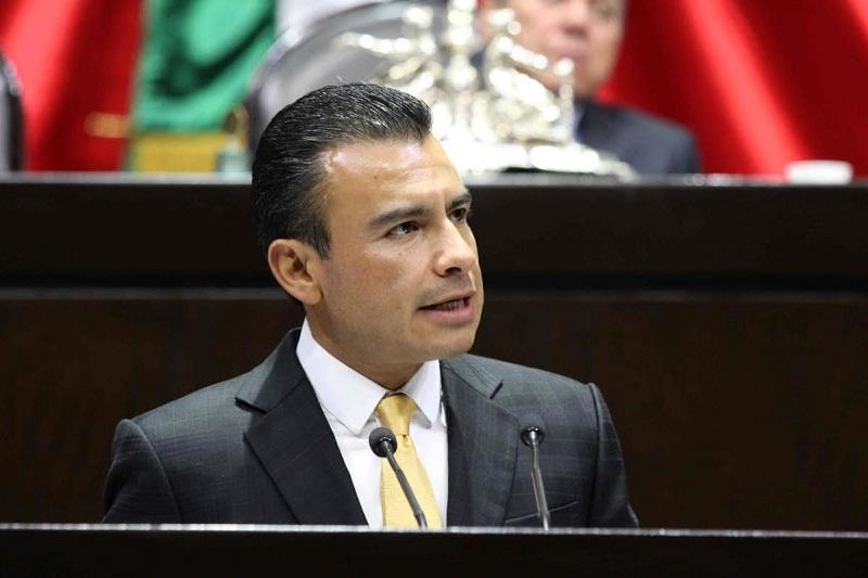 Es incongruente, dijo Calderón Torreblanca, realizar nuestra plenaria junto con prominentes panistas cuando sus posiciones políticas y legislativas han sido, son y seguirán siendo opuestas a las nuestras