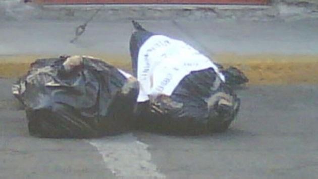 Según fuentes policiales, las bolsas se encontraban tiradas sobre la calle de Pedro Aceves, a la altura del número 550 de la colonia Banquetes (FOTO: SDP NOTICIAS / EL INFORMANTE)
