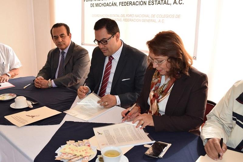 Víctor Manuel Serrato celebró la firma de este documento, que permitirá, dijo, aprovechar la experiencia de los profesionales de las distintas ramas que alberga esta agrupación