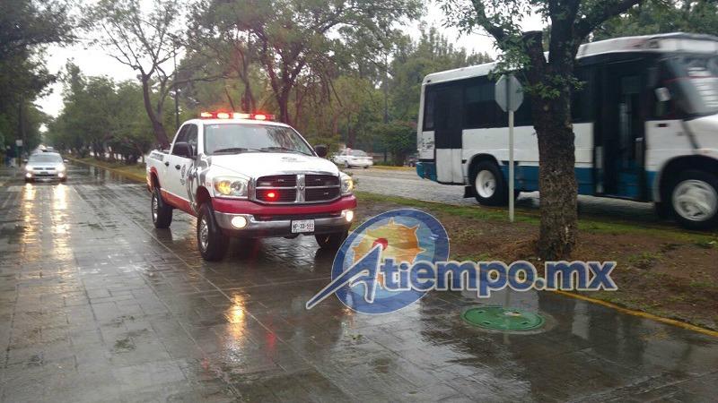 Así lucía la Calzada Juárez unos minutos después de la lluvia; el nivel del agua ya había bajado suficiente (FOTOS: FRANCISCO ALBERTO SOTOMAYOR)