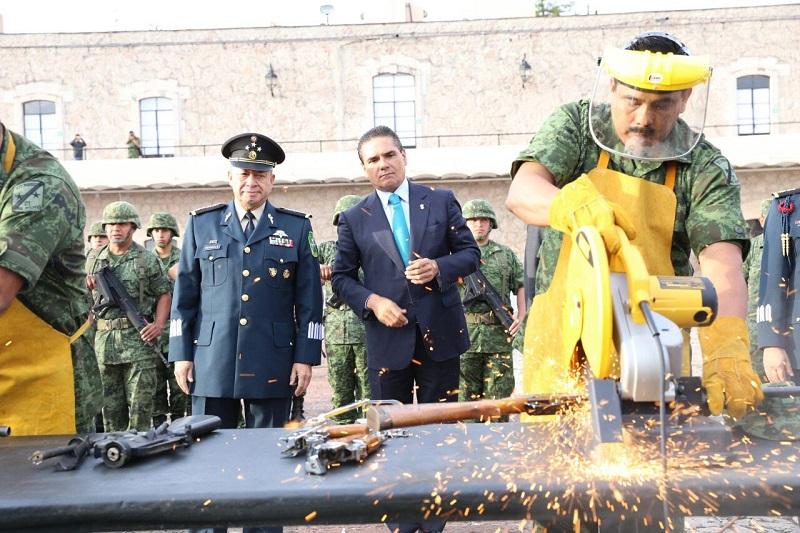 En las instalaciones de la 21 Zona Militar, el mandatario estatal dejó en claro que los actos delincuenciales se deben tratar como tales sin importar quiénes los cometan