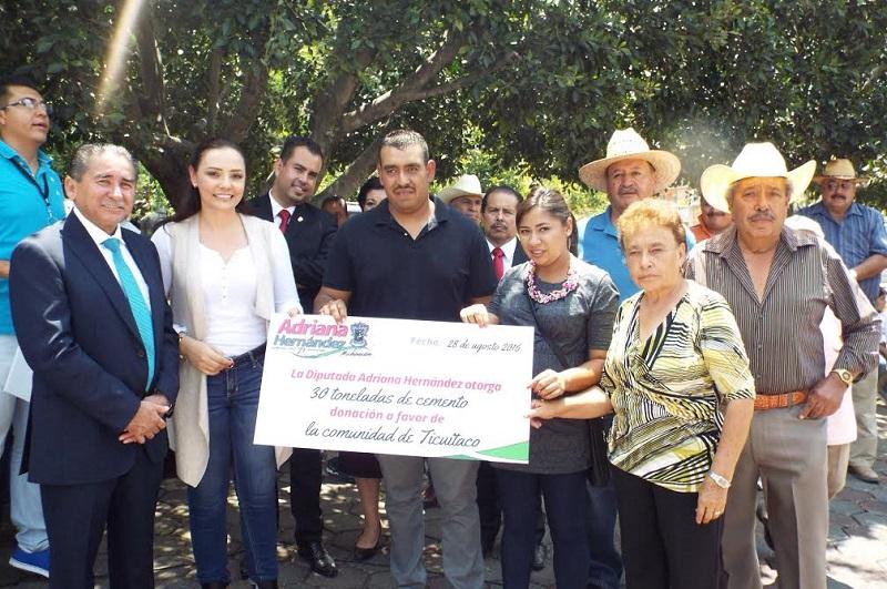 En su oportunidad, cada uno de los encargados del orden de las comunidades mencionadas agradeció el apoyo de fertilizante y cemento para mejoramiento de vivienda que en días pasados entregó la diputada