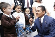 """Visita Aureoles Conejo la Escuela Primaria """"Sentimientos de la Nación"""" y también compromete apoyos"""