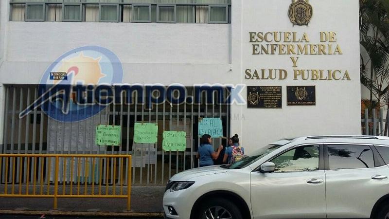 Por segundo día consecutivo, la comunidad universitaria en Morelia se ha quedado sin clase por la toma de los reprobados (FOTO: FRANCISCO ALBERTO SOTOMAYOR)