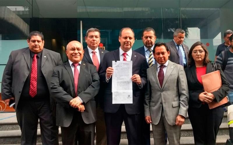 De acuerdo con Gustavo de Hoyos, la demanda fue turnada al Juzgado Décimo Primero de Distrito en Materia Administrativa, a cargo del Juez Agustín Tello Espíndola