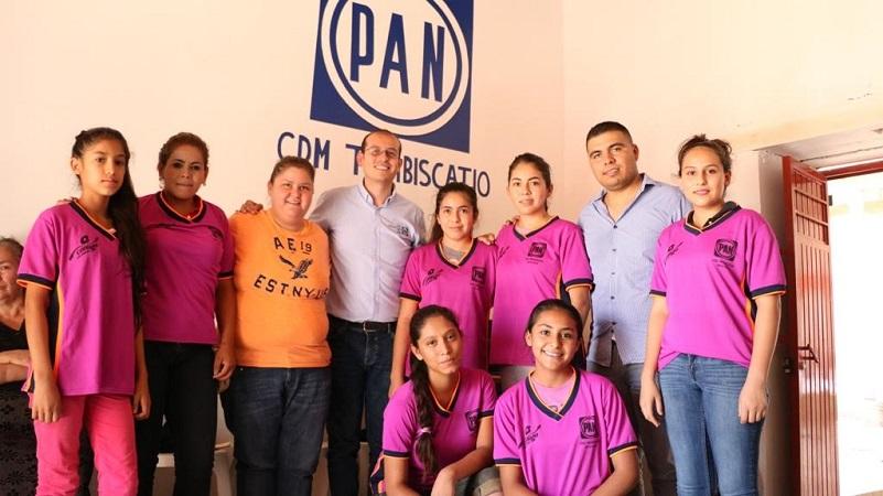 Hinojosa Pérez destacó el trabajo que están realizando los primeros panistas en el municipio, los cuales están entusiasmados en contribuir con su trabajo para lograr que el partido pueda ganar más distritos