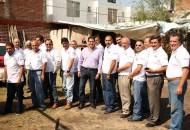 Apoya Ernesto Núñez con uniformes para operadores de Radio Taxi Tsunami
