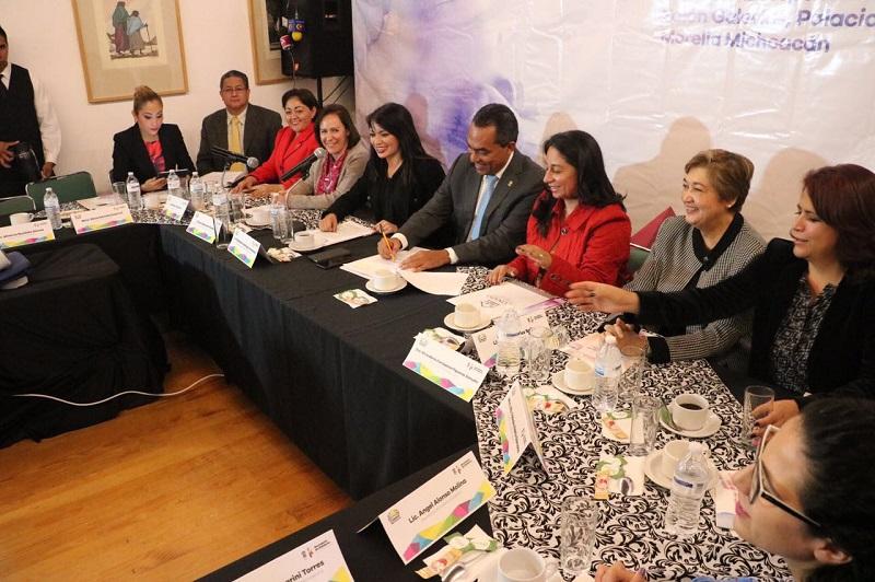 López Solís agradeció la presencia de Patricia Chemor Ruiz,  con la cual se acredita la suma de esfuerzos para restauran las acciones del gobierno de Michoacán