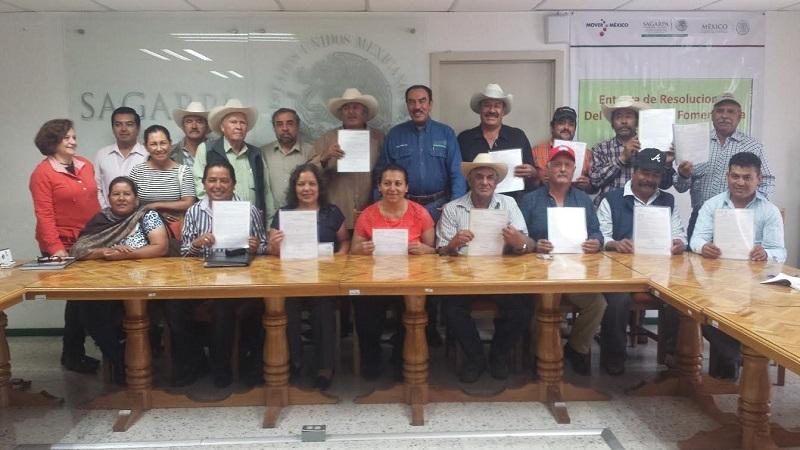 Por un monto total de 9 millones 414 mil 700 pesos para el establecimiento de 690 hectáreas para la producción  de granos, la delegación de la SAGARPA en Michoacán entregó cartas de apoyos a productores del oriente