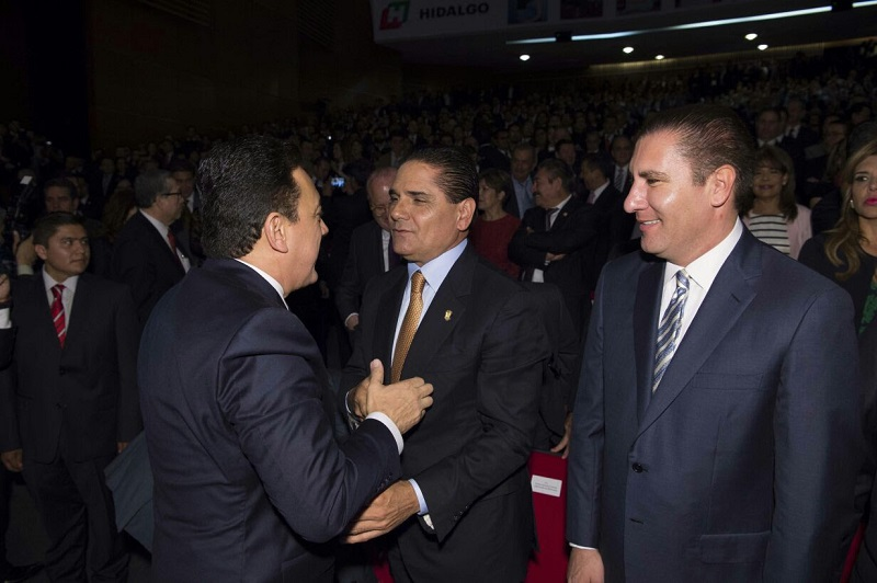 Aureoles Conejo, asistió a la toma de protesta como titular del Ejecutivo de Hidalgo, de Omar Fayad