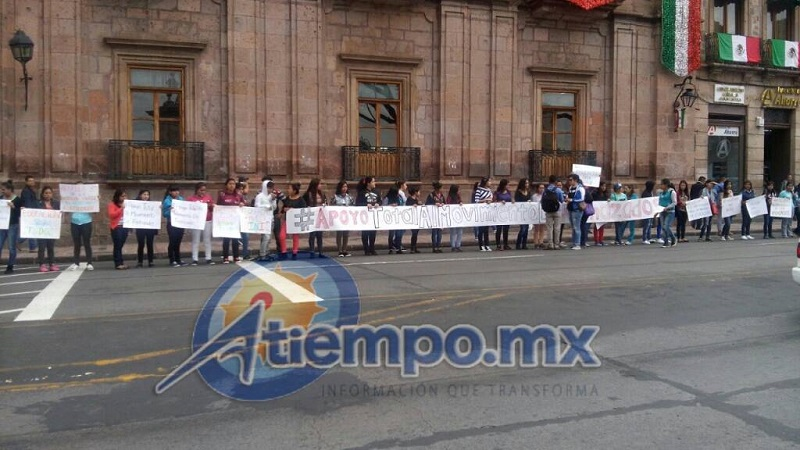Algunas casas del estudiante persisten en su exigencia de inscribir a cuantos quieran en la máxima casa de estudios de los michoacanos (FOTO: MARIO REBOLLAR)