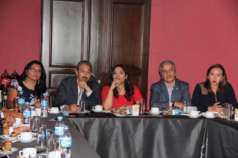 Ruiz González dijo que una de las prioridades del Poder Legislativo es la UMSNH ya que es una institución donde se prepara el futuro para desarrollar Michoacán