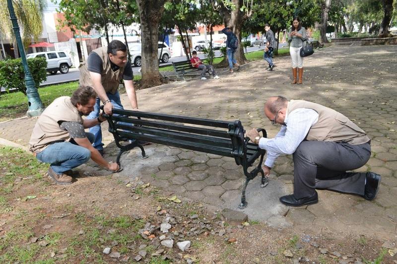 Es de precisar, que las bancas fueron instaladas en las inmediaciones de la fuente ubicada en la Plaza Centenaria del Boulevard García de León