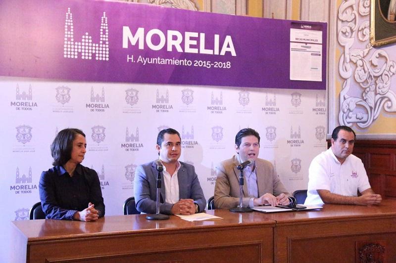El alcalde Alfonso Martínez enfatizó que para obtener este apoyo no se requiere de un promedio mínimo, ya que lo que se busca, es que la mayor cantidad de niños estén estudiando