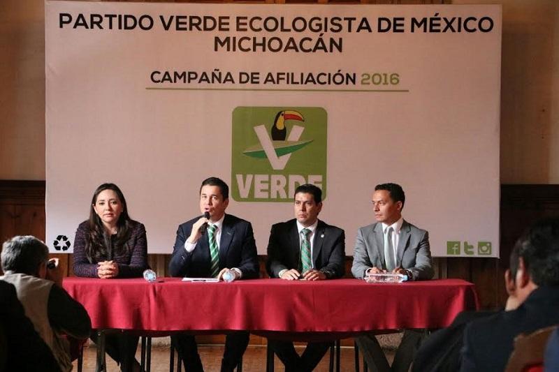 En el evento estuvieron presentes el vocero nacional del PVEM, Carlos Puente; el dirigente estatal Jonathan Sanata; y, el coordinador de la bancada en el Congreso del Estado, Ernesto Núñez