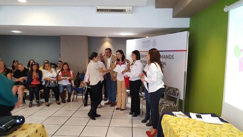 El delegado federal y la subsecretaria, se mostraron complacidos por la respuesta de las productoras estatales, ya que se dejó en claro que hay un interés por desarrollar el campo de Michoacán