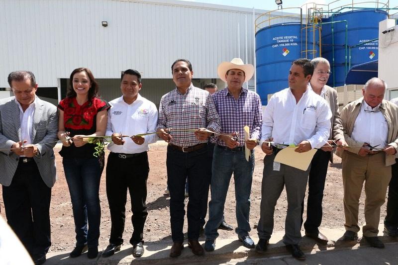 Aureoles Conejo destacó la riqueza con que cuenta el valle de Zamora, y aseguró que ya se trabaja para concretar a la brevedad posible la continuidad de las obras de infraestructura carretera que permitan potenciar este corredor productivo