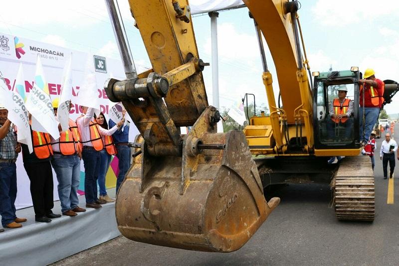 Aureoles Conejo anticipó que en un periodo de 6 meses, se reconstruirán mil kilómetros de caminos y carreteras estatales de los más de 3 mil kilómetros que se encuentran en malas condiciones