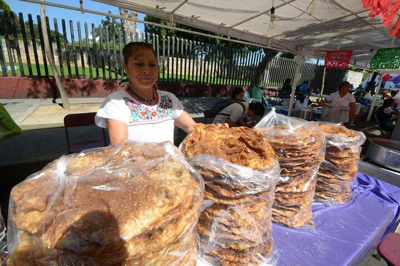 La finalidad de este Festival es promover las tradiciones y reactivar la economía del comercio local