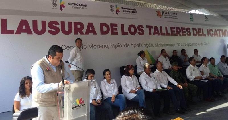 Barragán Vélez recordó que el mercado global exige recursos humanos capacitados para hacer frente a los retos de ahora y el futuro