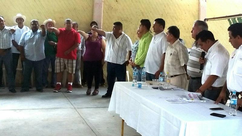 Cabe señalar que en la línea de reforzar al PRD en Michoacán, se han renovado varios comités municipales en donde las dirigencias están acéfalas o sus presidentes son funcionarios estatales o municipales