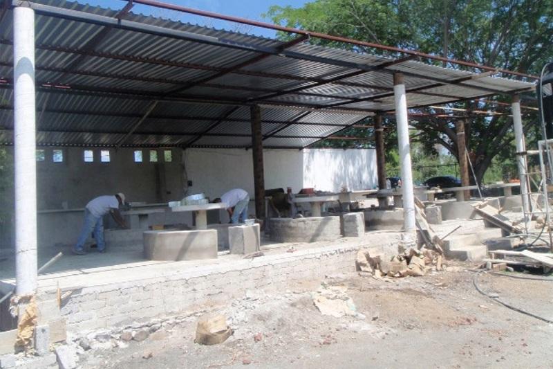 La nueva cooperativa del plantel tendrá una capacidad para 120 alumnos al interior y se anexarán bancas alrededor de la construcción para atender a un mayor número