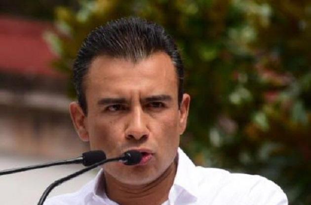En síntesis, concluyó el diputado federal, se sigue favoreciendo a unos cuantos en perjuicio de la inmensa mayoría de los mexicanos
