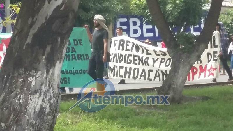 La manifestación comenzó frente a Ciudad Universitaria y concluyó, después de un extenso recorrido, frente a Palacio de Gobierno (FOTO: FRANCISCO ALBERTO SOTOMAYOR)