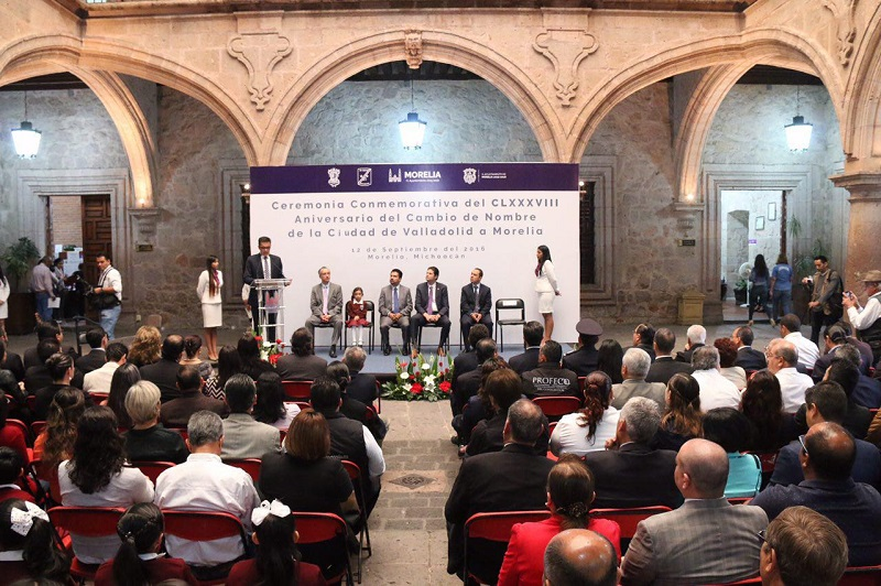 En el acto, estuvieron presentes autoridades municipales, estudiantes y representantes de la sociedad en general