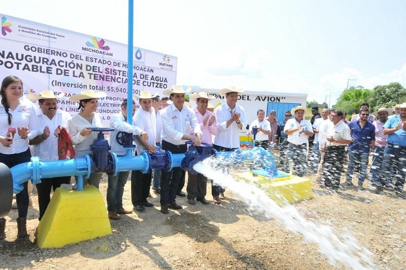 Aureoles manifestó que pronto arrancarán también las obras de la red de saneamiento, pues su intención es sanear el arroyo Cutzeo y crear un paseo recreativo en torno al mismo