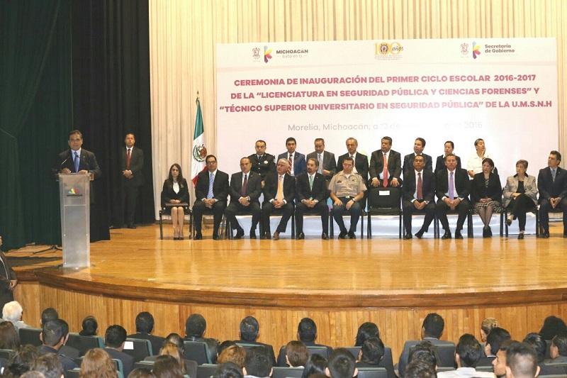 El Gobierno del Estado cubrirá el pago de inscripción de los estudiantes, informó el mandatario estatal