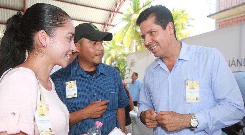García Conejo refirió que uno de los programas que ha beneficiado a los jóvenes estudiantes es Beca Futuro, porque apoya de manera directa al sector para evitar la deserción escolar