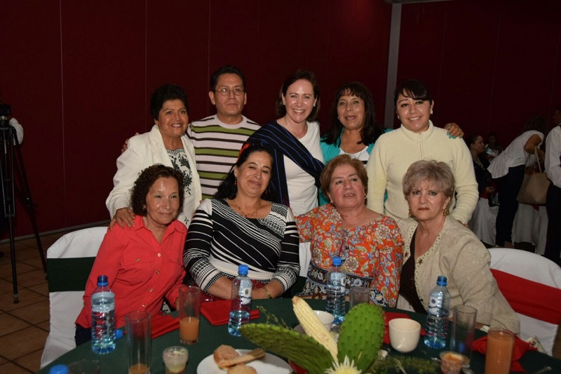 Durante la mañanita mexicana organizada por el Sistema DIF Municipal de Zitácuaro,  Rocío Beamonte Romero, directora del DIF Michoacán, reconoció y apoyó este tipo de acciones