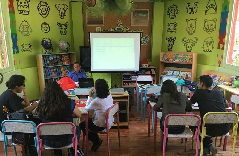 La directora del Museo expresó su solidaridad para con las autoridades nicolaitas en este esfuerzo de dar continuidad al ciclo escolar